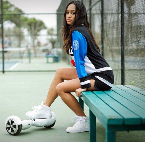 девушка с гироскутером smart balance