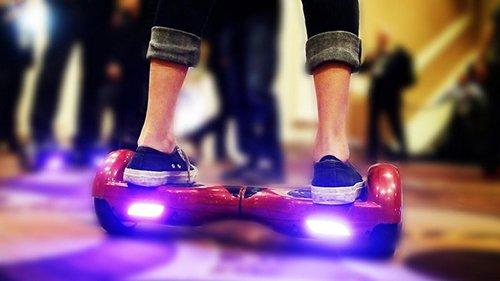 ноги девушки на гироскутере smart balance